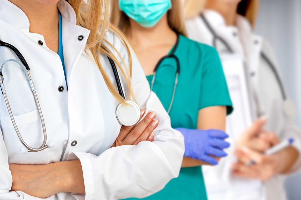 ropa sanitaria como elegir el mejor vestuario para sanitarios tiempo laboral